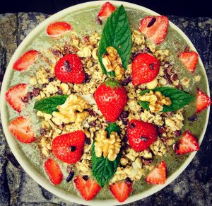 healthy nutritious smoothie bowl granola