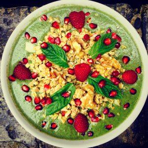 healthy nutritious smoothiebowl granola