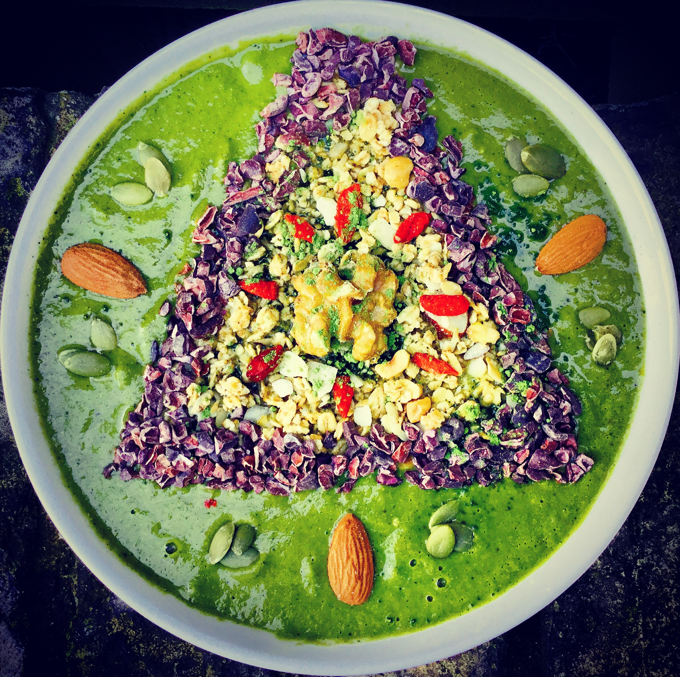 best green matcha smoothie bowl